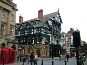 800px-Chester_-_Shops_in_city_centre_-_2005-10-09