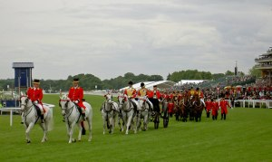 The_Royal_carriages_leave_after_carrying_The_Queen_to_the_races_-_geograph.org.uk_-_852016