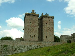 Borthwick_Castle_-_geograph.org.uk_-_852315