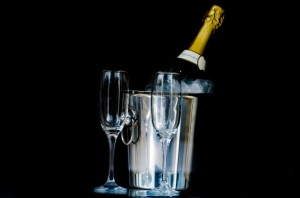 two-glasses-of-champagne
