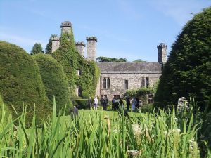 800px-Gwydir_Castle,_viewed_from_the_Dutch_Garden
