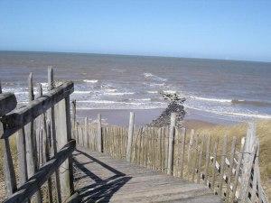 Barkby_beach_boardwalk_-_geograph.org.uk_-_151644