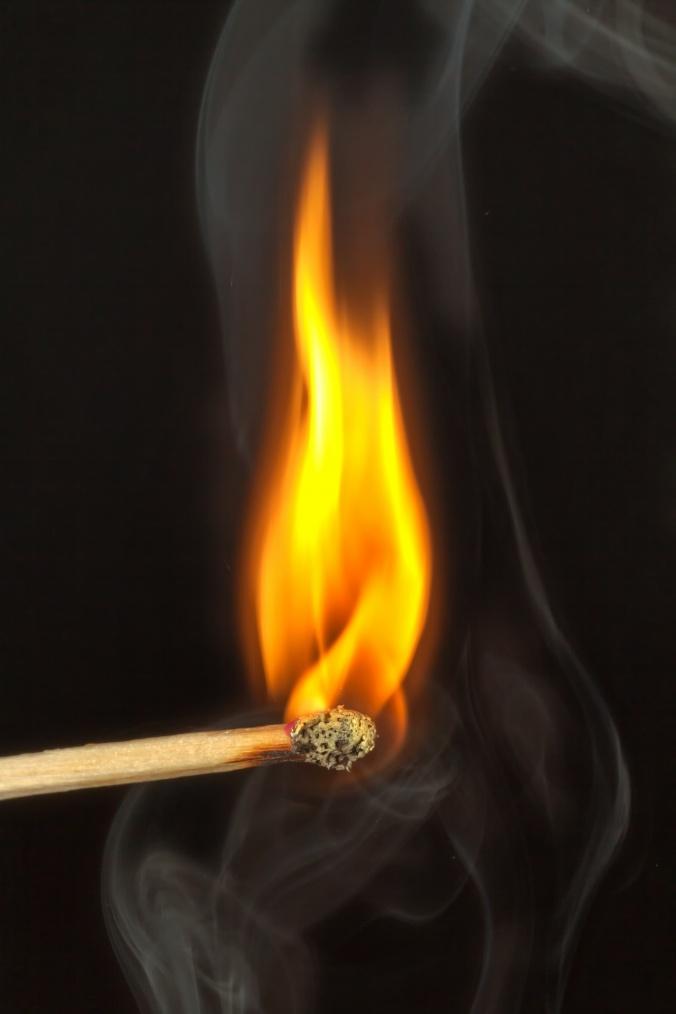 streichholz-feuer-brennen